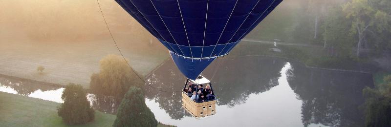 Baptême en montgolfière au lever du jour